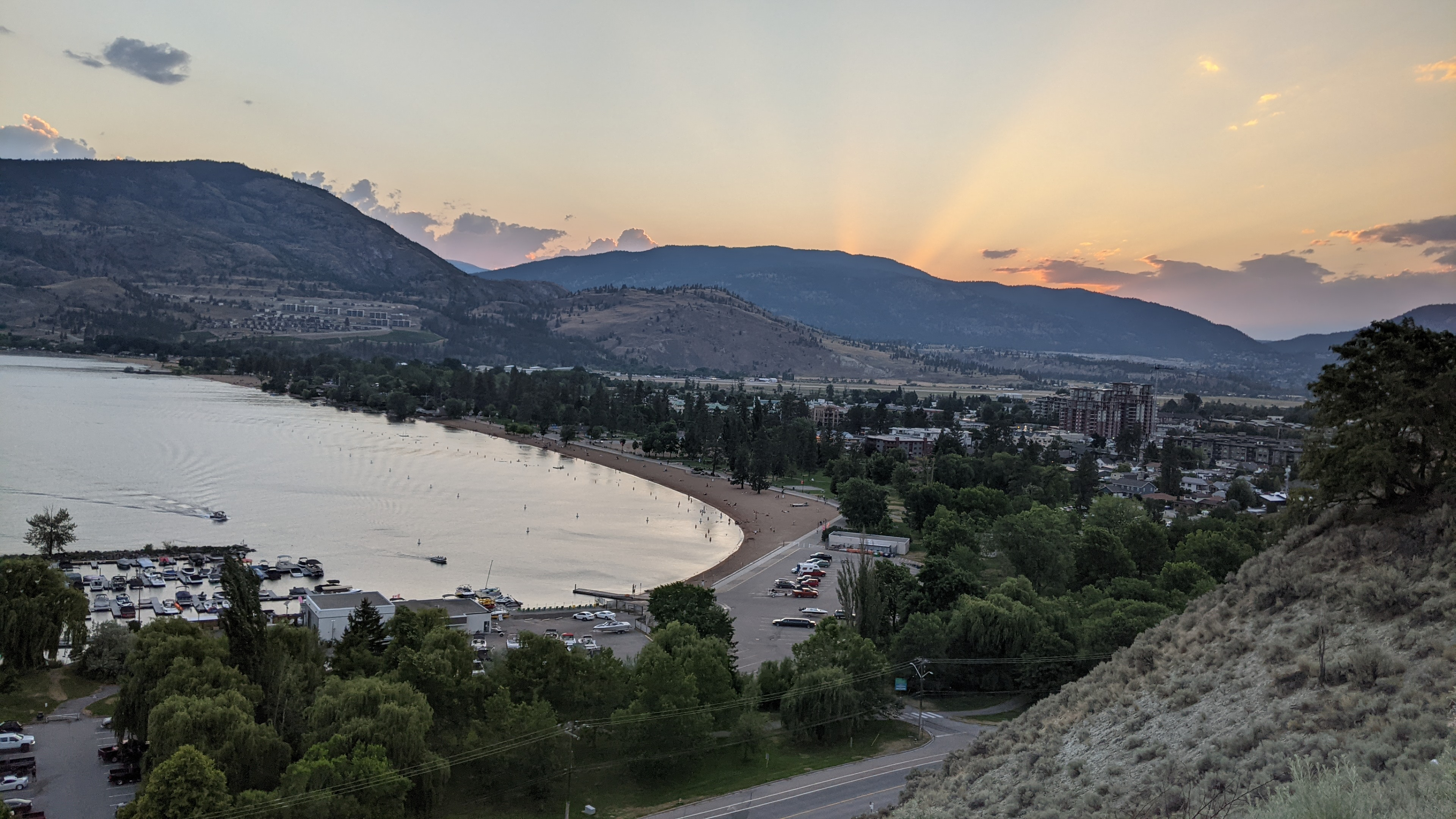 Penticton Lakeview Lookout Airbnb View