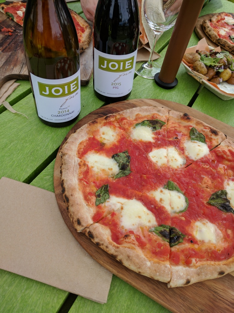 Pizza and wine at Joie Piqnique