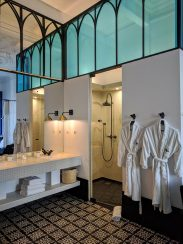 Cocorico Luxury Guesthouse: Shower