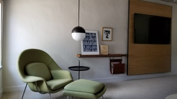 Seating area in a Saarinen room at the Andaz Scottsdale (room 9E)