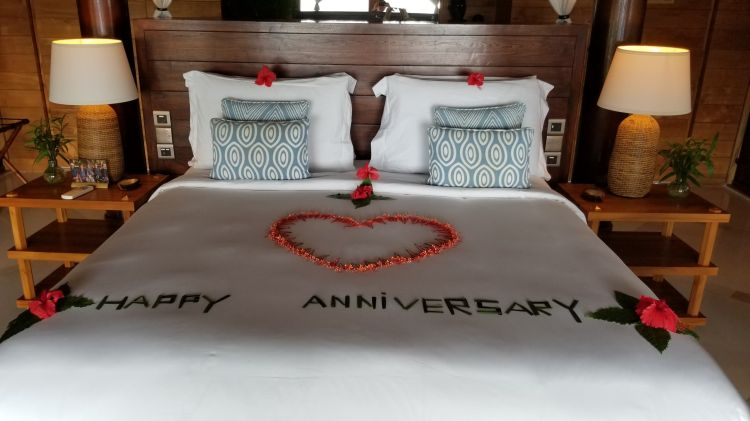 Anniversary welcome on the bed