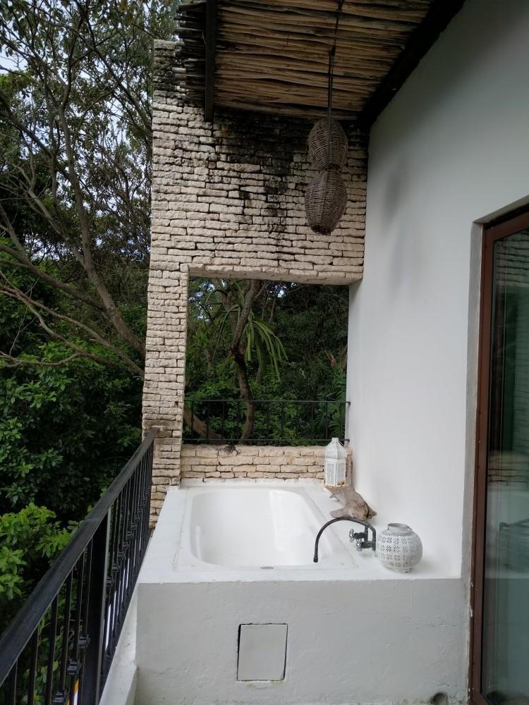 La-Semilla-Playa-Del-Carmen-Bathtub