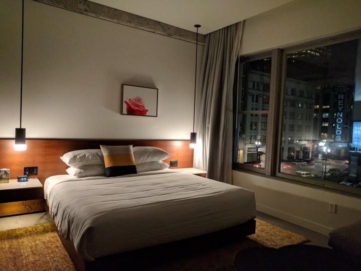 Hi-Lo-Hotel-Portland-Deluxe-King-Room