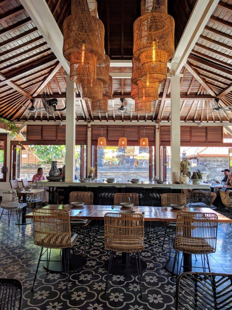 Ulekan open air dining room