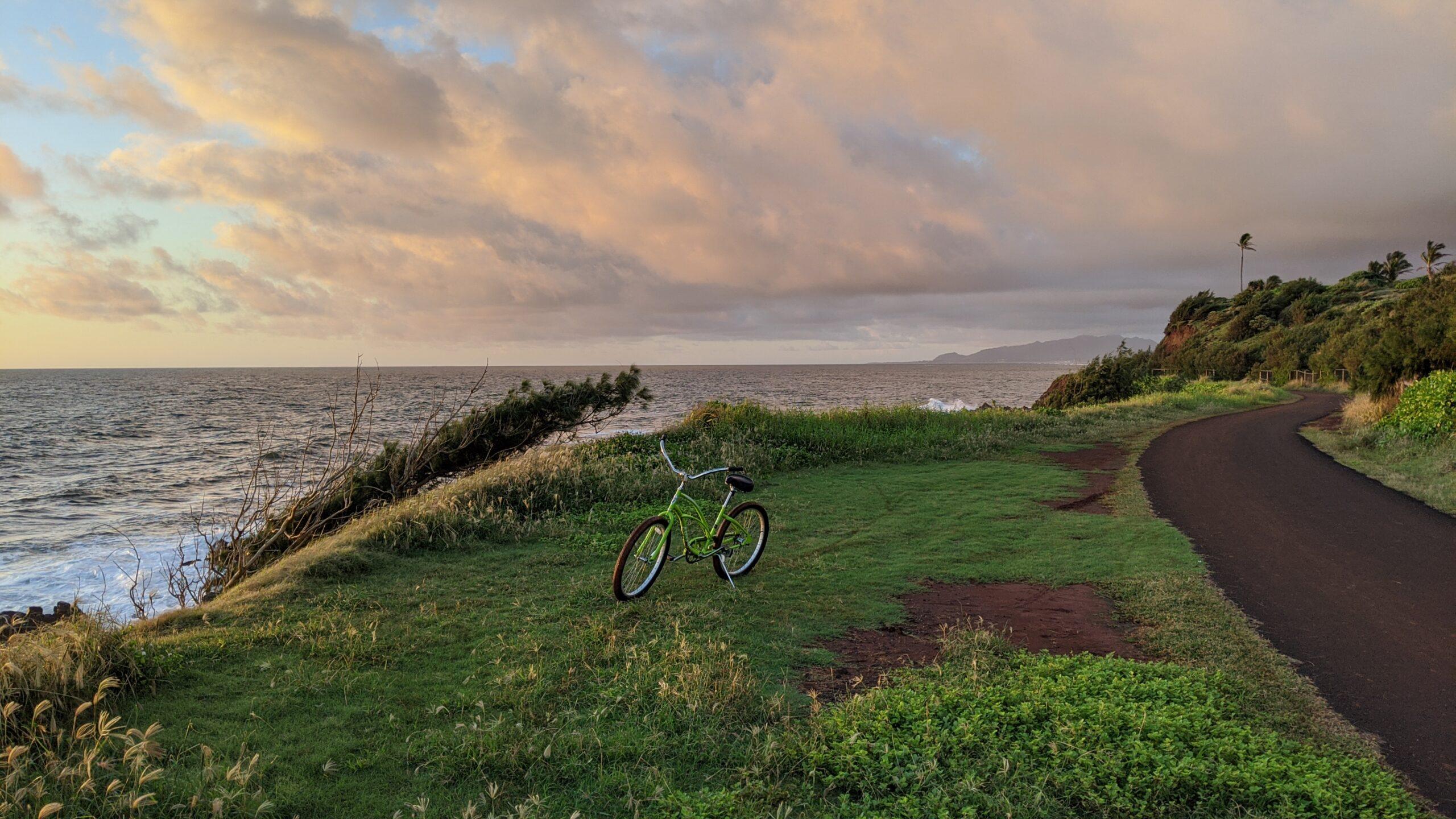 Sheraton Kauai Coconut Beach: cruiser bike by the coastline