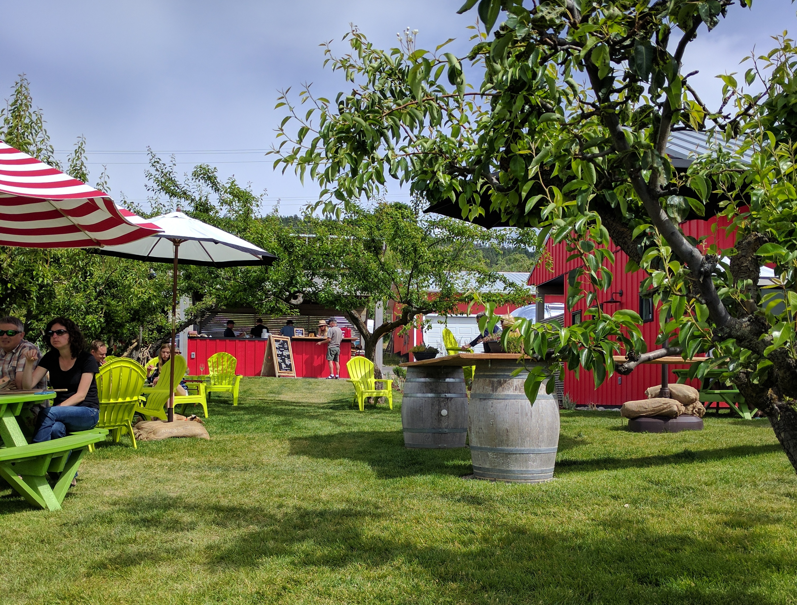 The outdoor space at Joie Piqnique