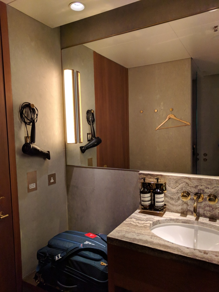 The shower room at The Pier at HKG
