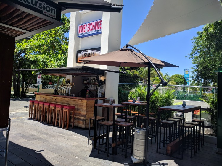 Seating area and bar at Barra Artesanal in Playacar