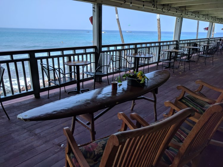 Outdoor seating at Daylight Mind Coffee Company in Kona