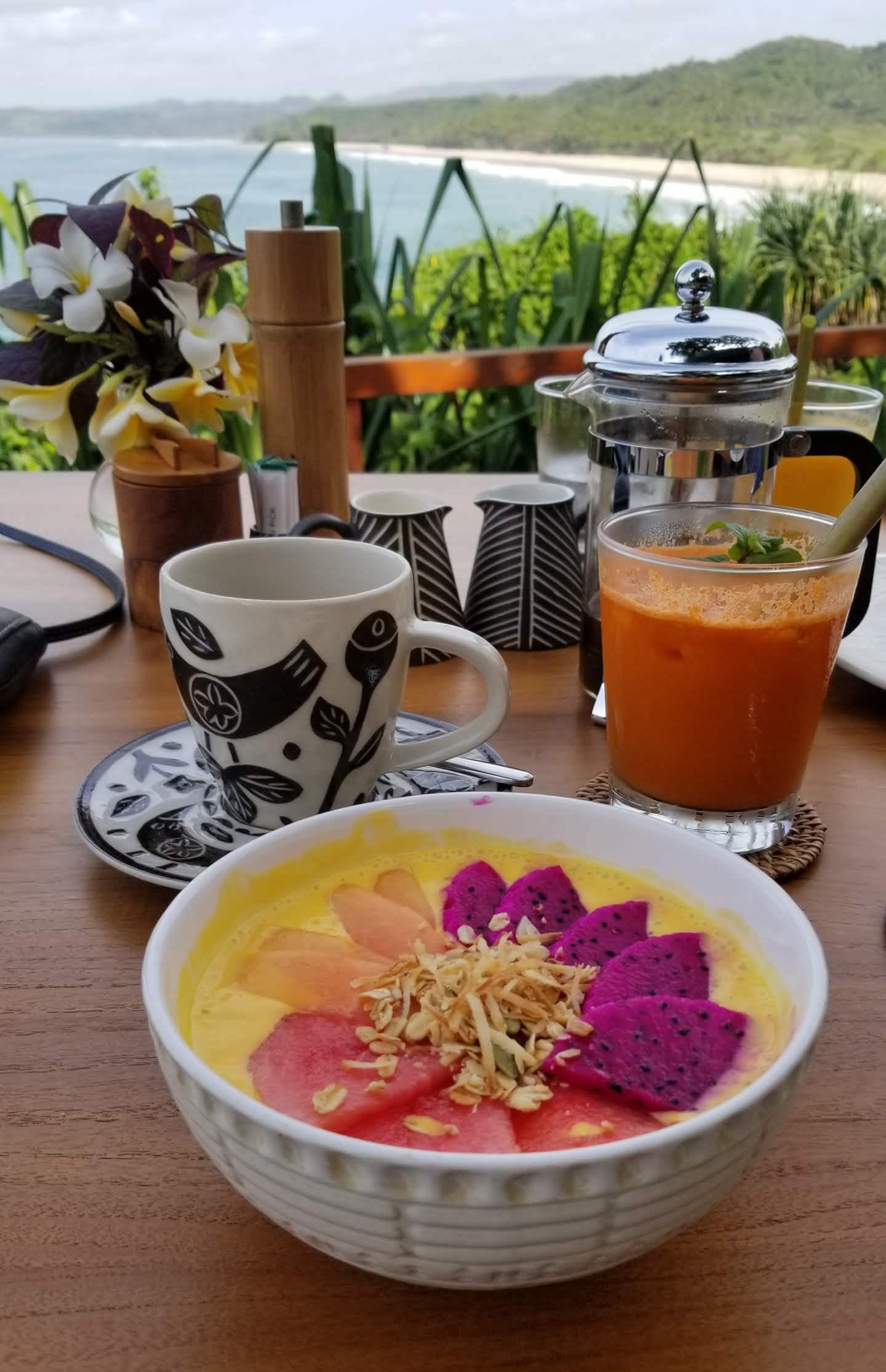 Breakfast smoothie bowl, ginger turmeric juice, and Sumbanese coffee