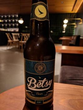 Betsy beer at The Pier at HKG