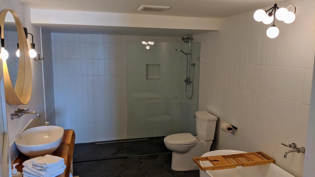 378 Marine Drive Guest House: bathroom
