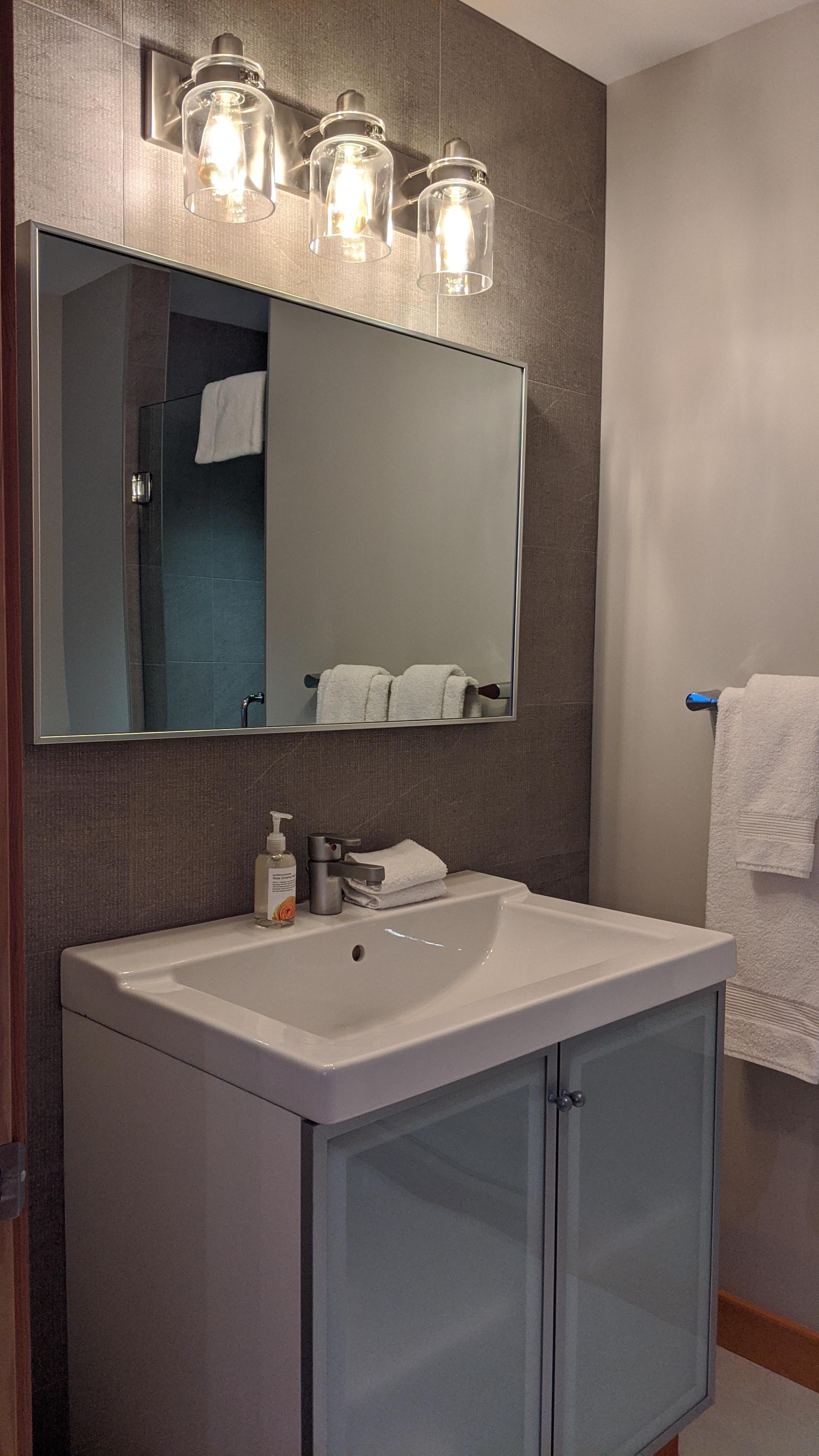 Sunrise Isles Bed and Breakfast: bathroom