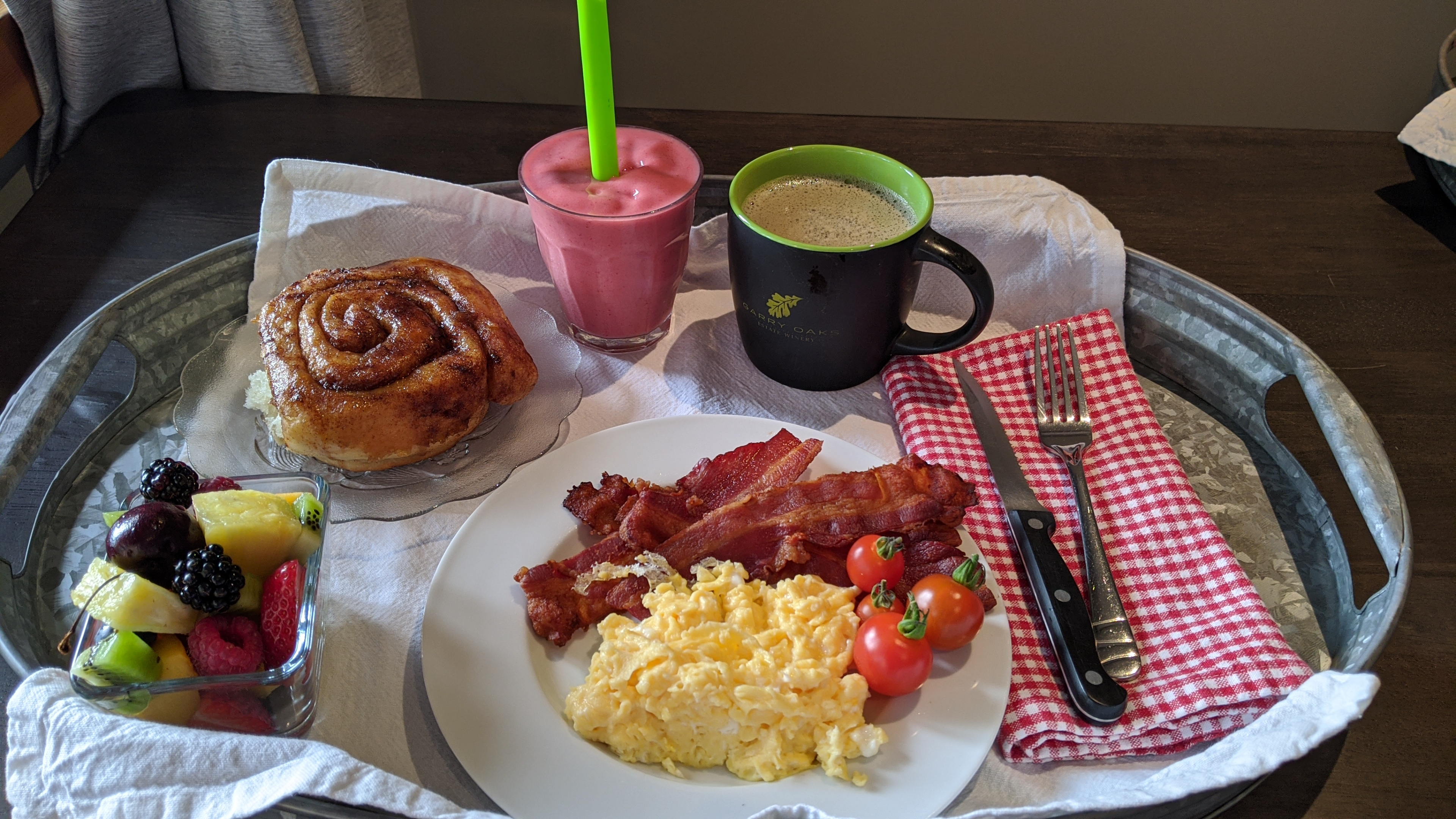 Sunrise Isles Bed and Breakfast: sticky bun and scrambled eggs