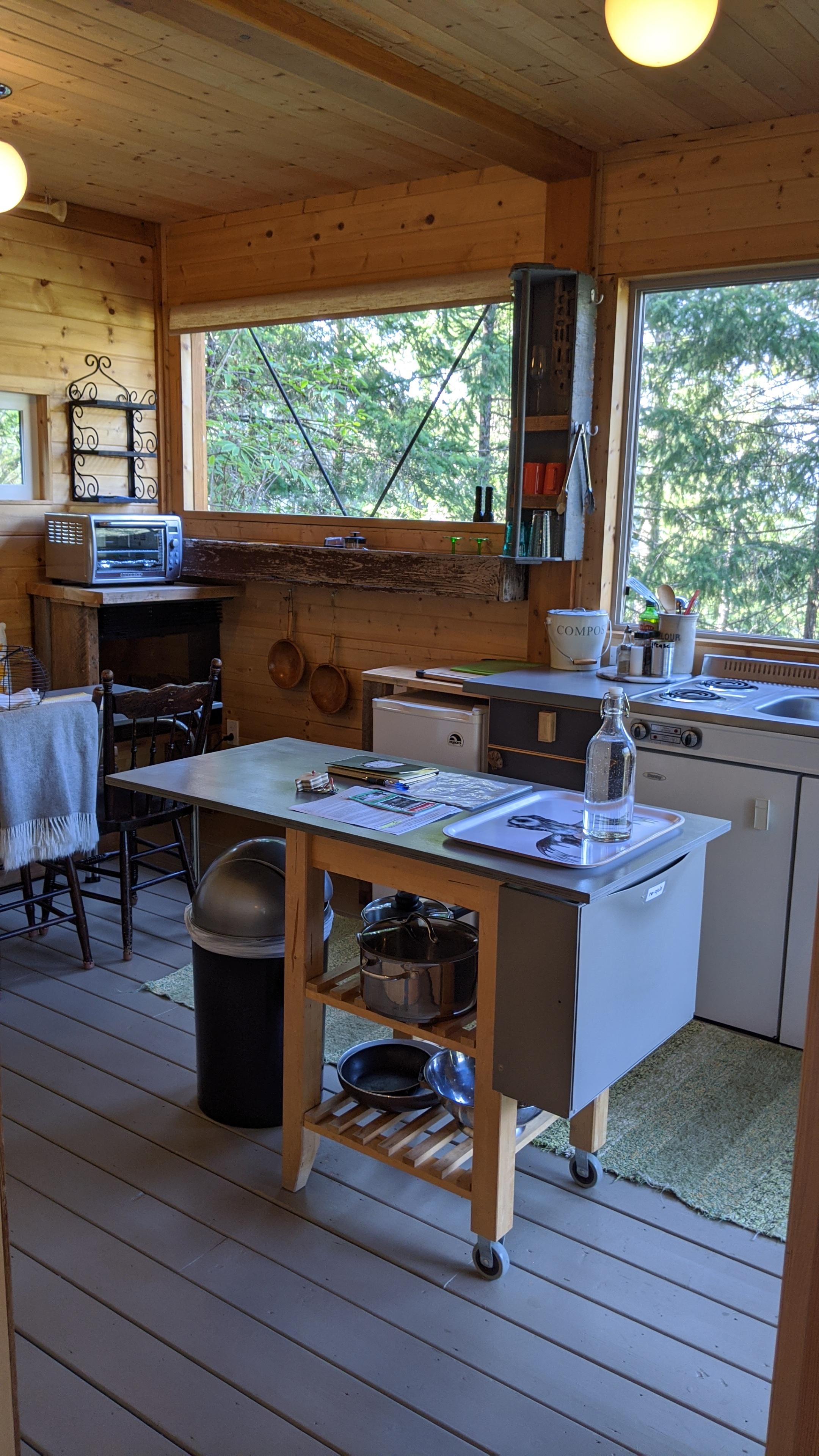 Secret Cove Treehouse Suite: The kitchen