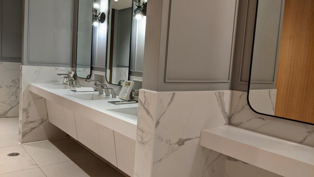 YYC WestJet Elevation Lounge: Bathroom
