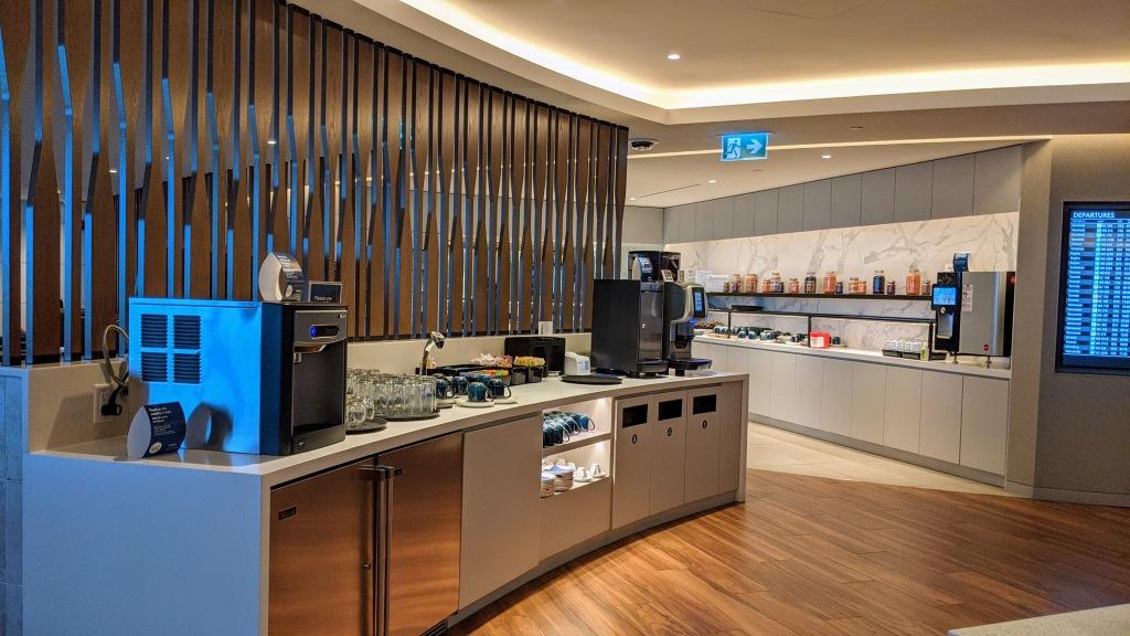 YYC WestJet Elevation Lounge: Drink and food stations