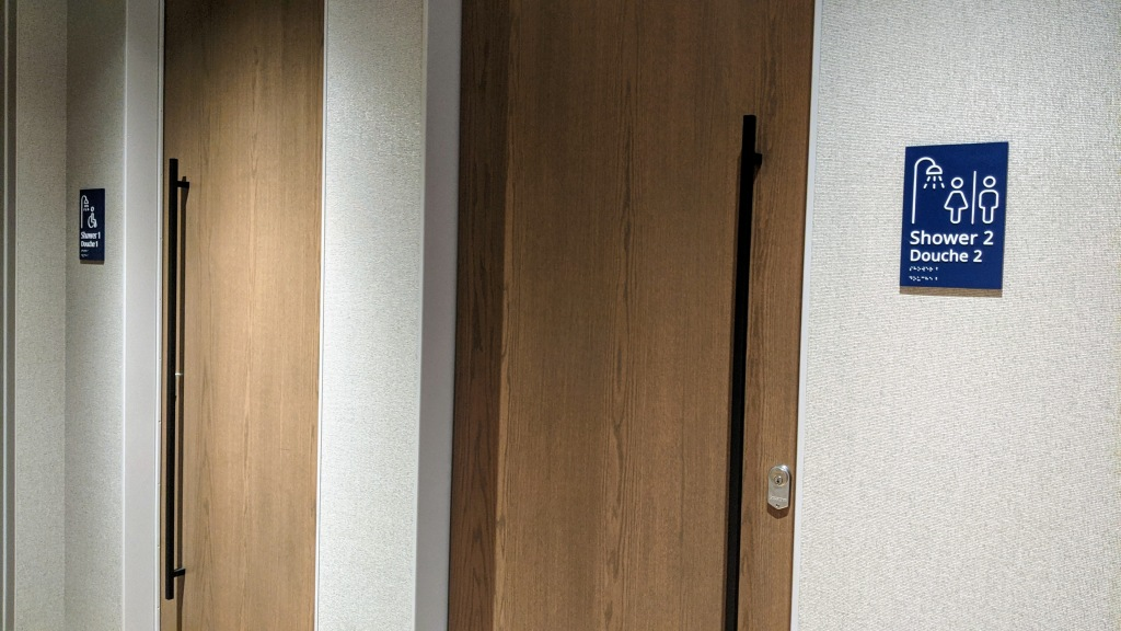 YYC WestJet Elevation Lounge: Showers