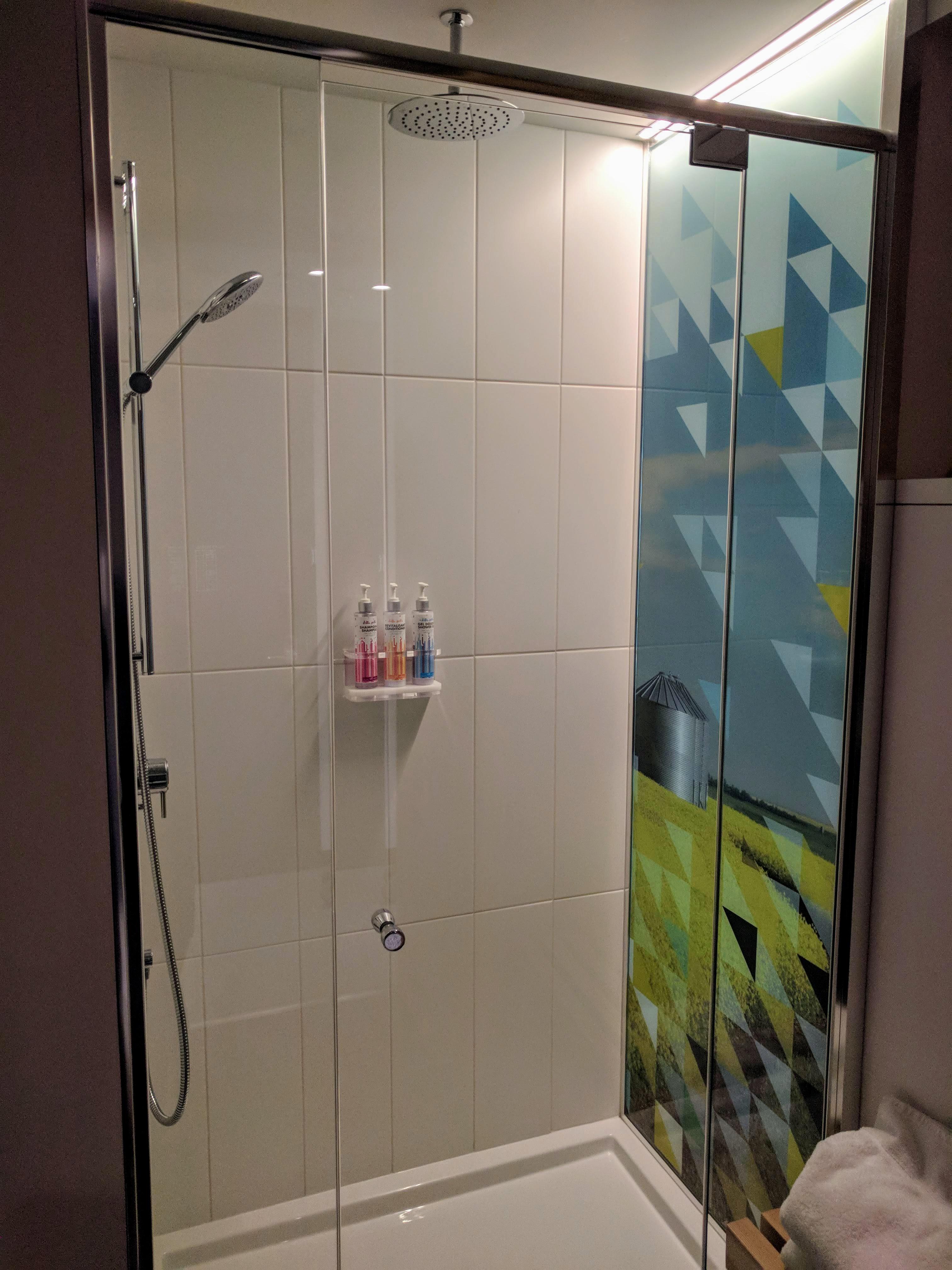 Alt Hotel Saskatoon - Shower