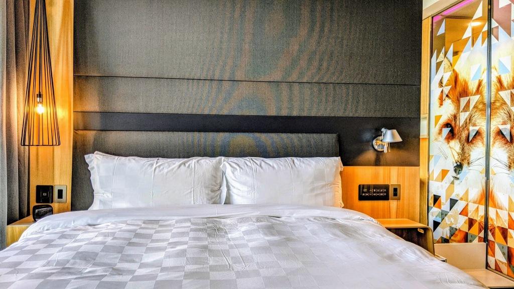 Alt Hotel Calgary East: Room