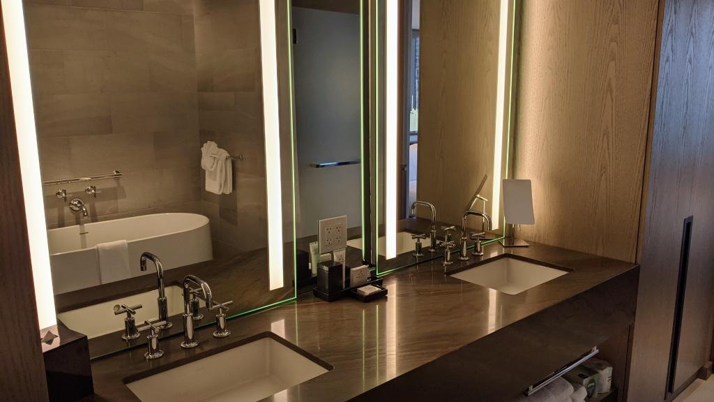 JW Marriott Edmonton ICE District Suite: Bathroom