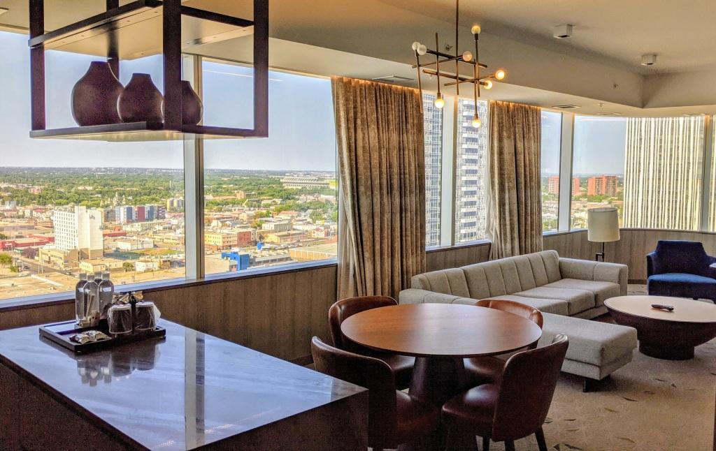 JW Marriott Edmonton ICE District Suite: Bar