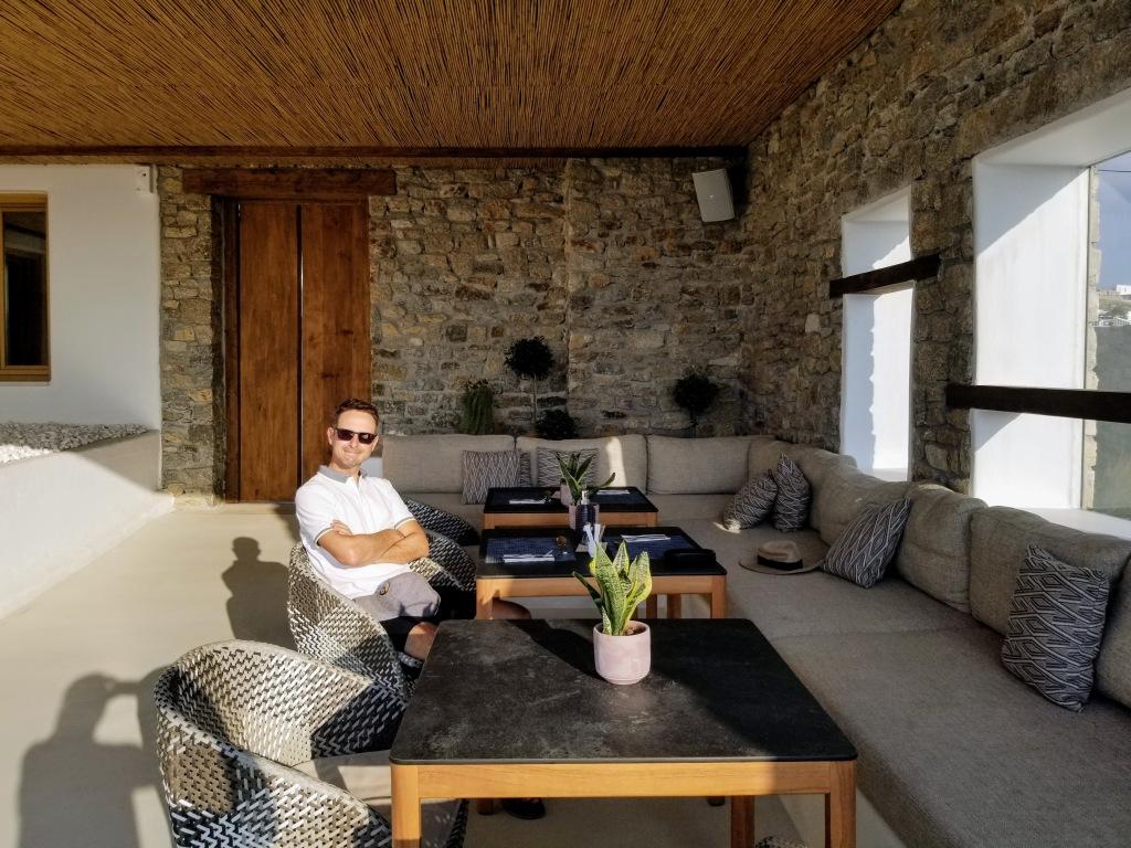 Aegon Mykonos: Enjoying breakfast outside