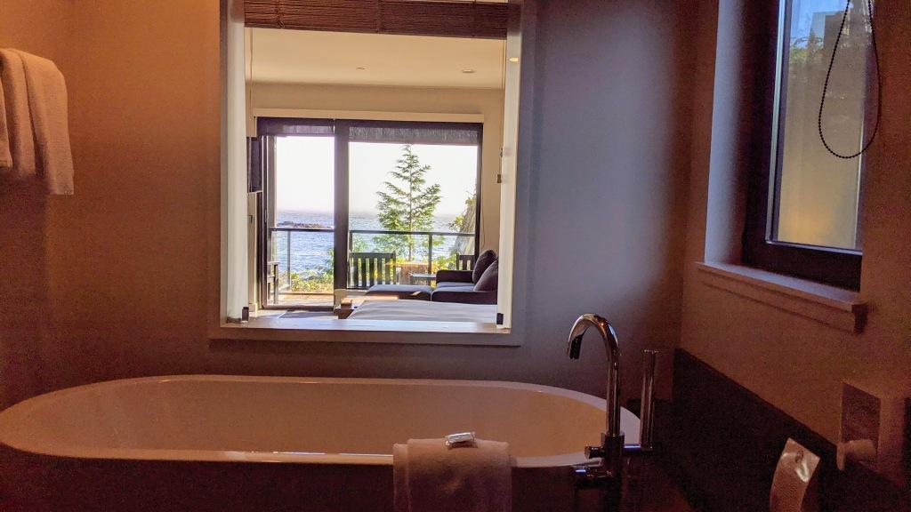 Black Rock Ocean Front Resort: Trail Studio room bath