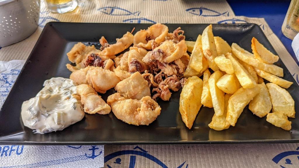 Pesce Bar: Calamari and chips