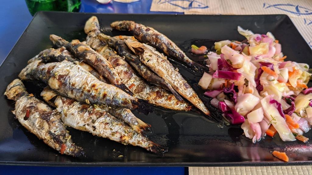 Pesce Bar: Grilled sardines and salad