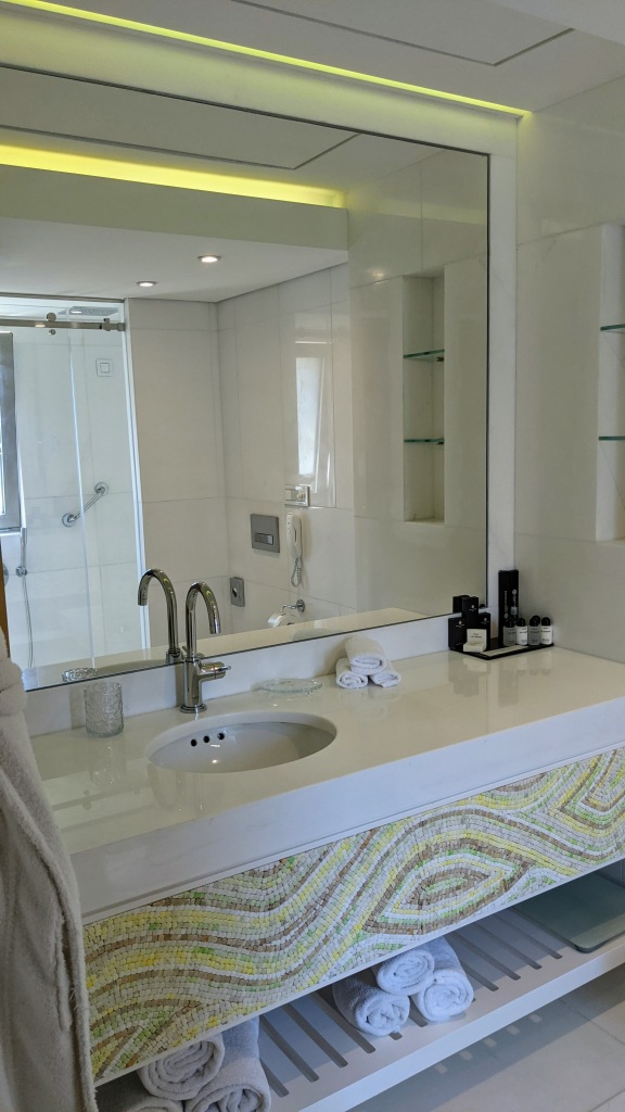 Domes Miramare Corfu: Our seaview room bathroom